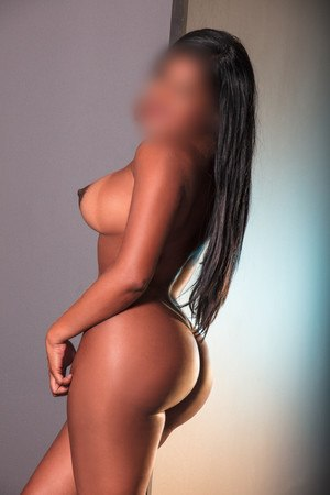 Canela colombian escort in Barcelona
