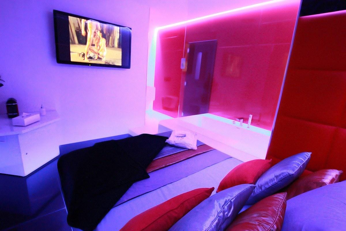 Chambres pour escortes barcelone perla negra bcn espagne for La chambre du sexe